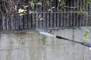 外壁塗装で高圧洗浄は必要?方法や手順費用について解説
